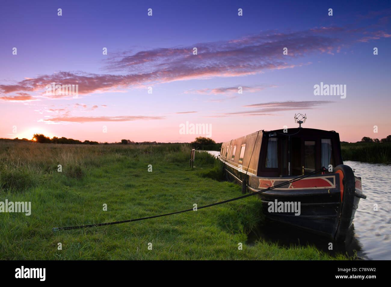 Narrowboat at dawn - Stock Image