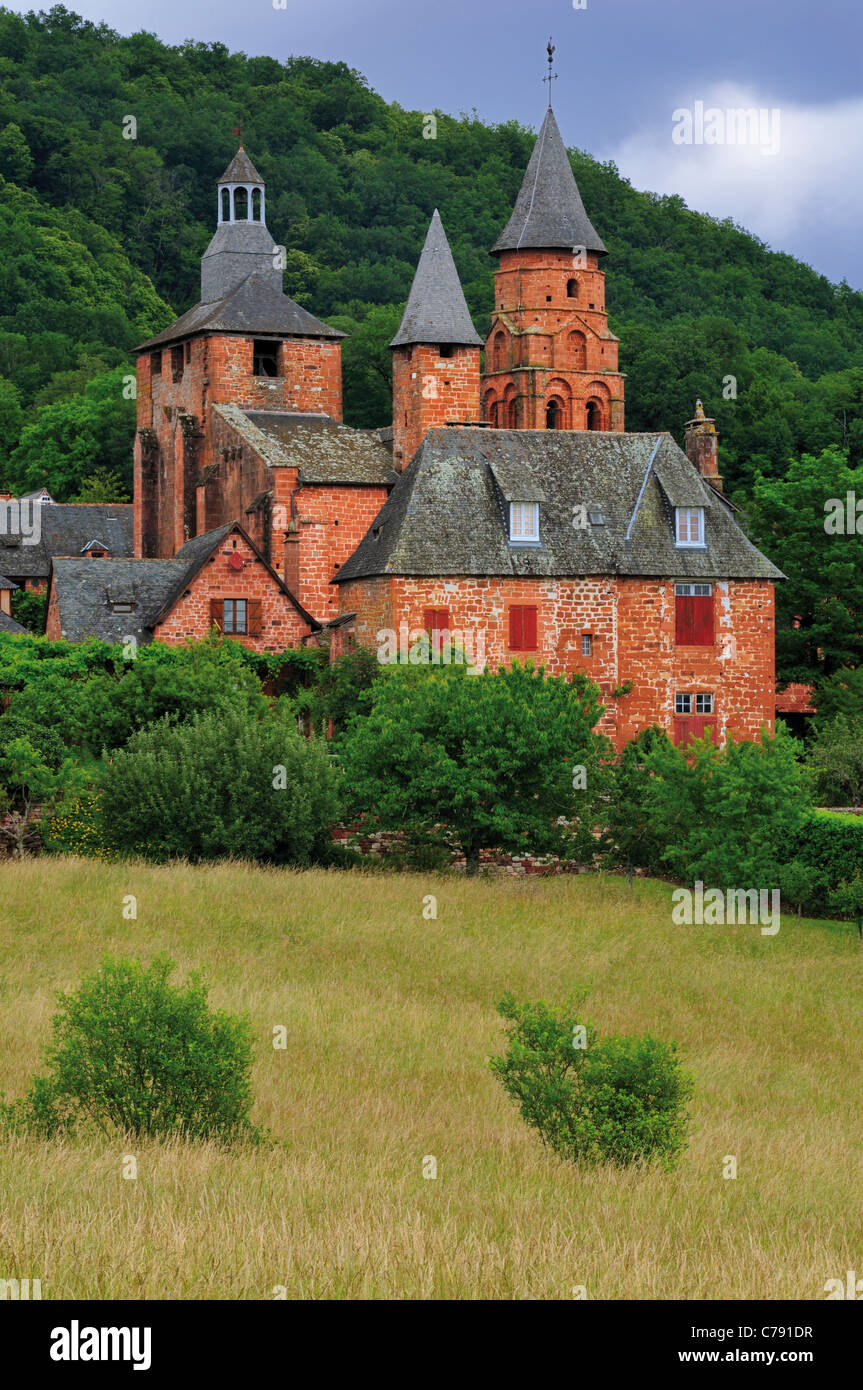 France, Corrèze: View to Eglise St. Pierre in Collonges-la-Rouge - Stock Image