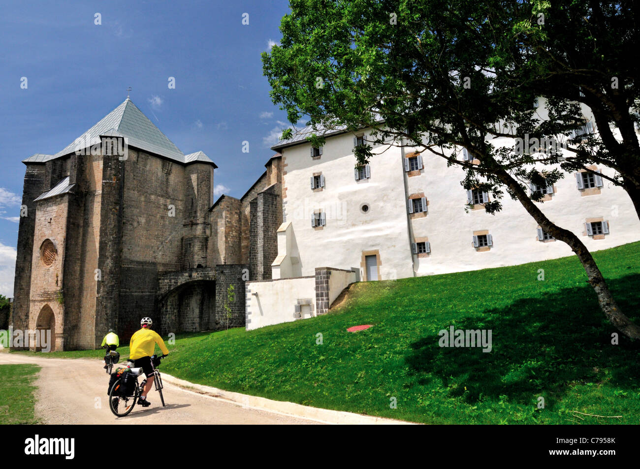 Spain, St. James Way: Bikers arriving at the legendary St. James Way stage Roncesvalles - Stock Image