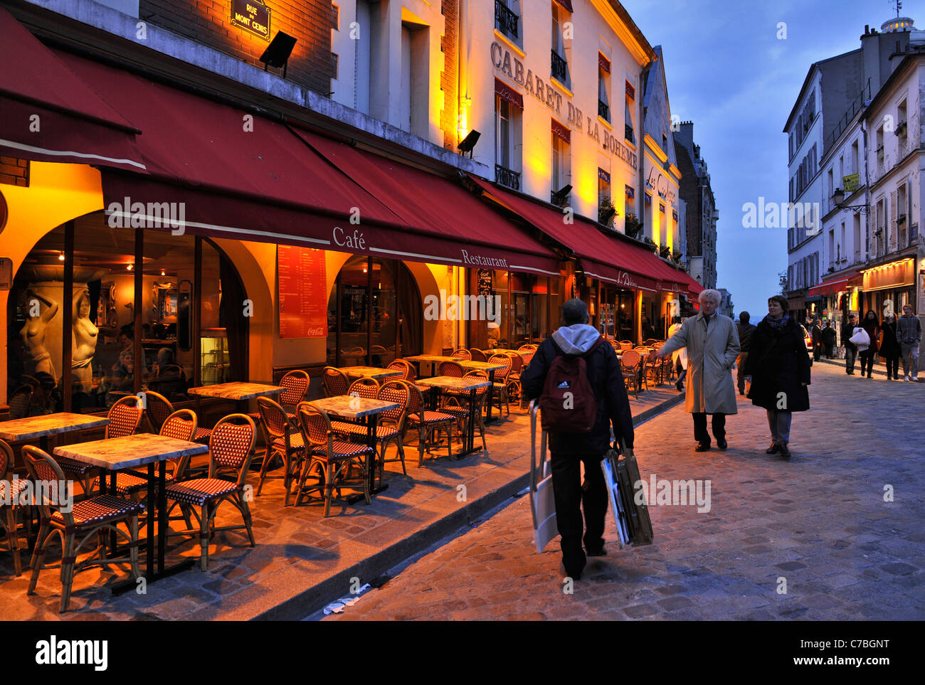 Street artist homebound, Montmartre, Paris, France, Europe - Stock Image