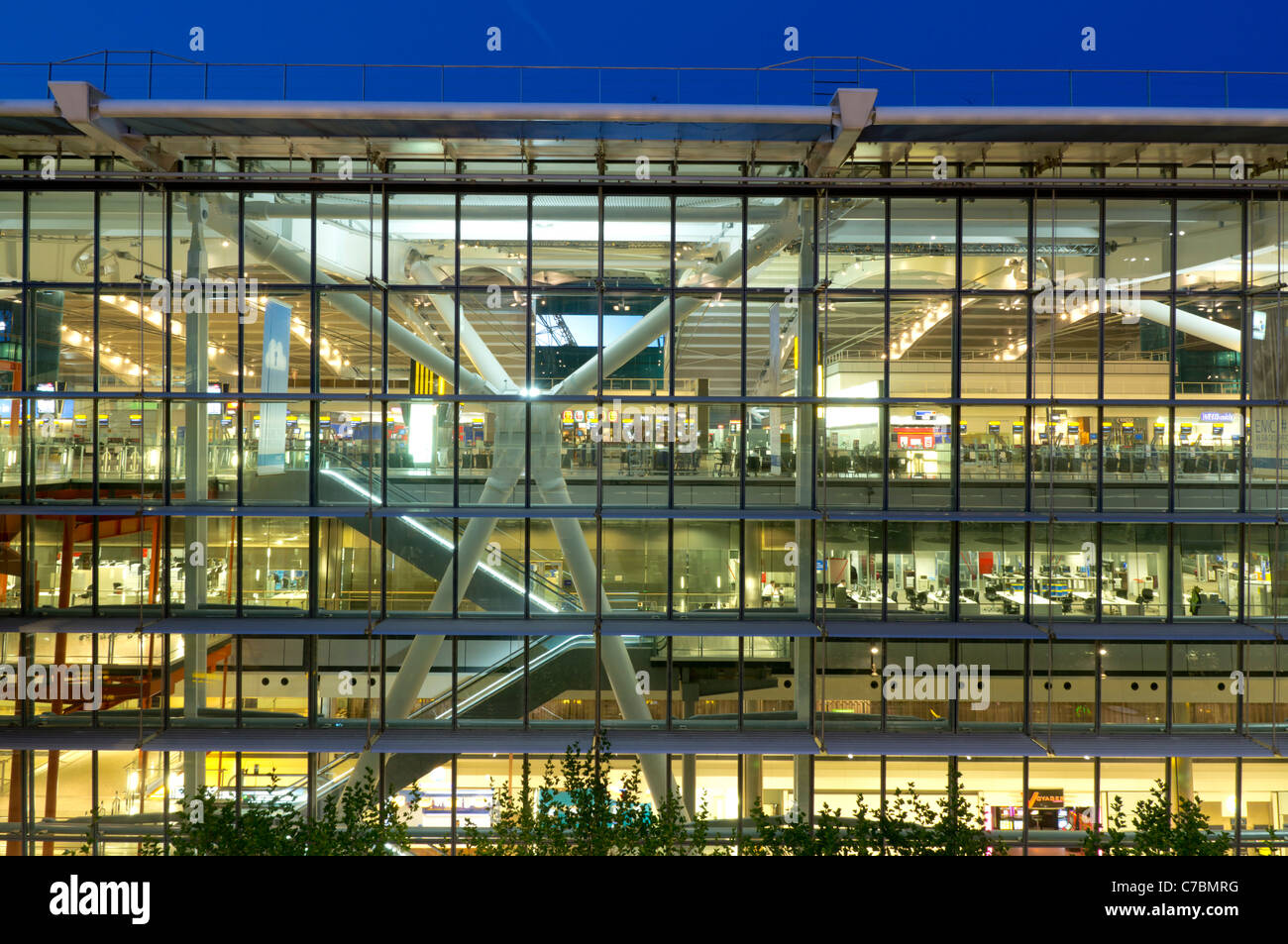 uk, england, Heathrow airport terminal 5 building dusk - Stock Image