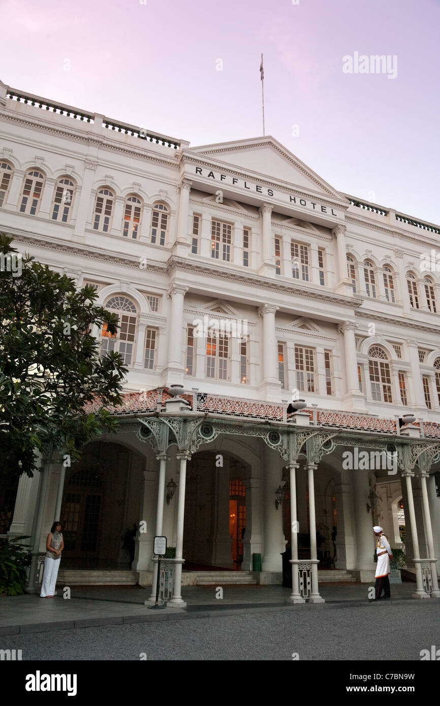 Front view, raffles hotel in the evening, Singapore asia - Stock Image