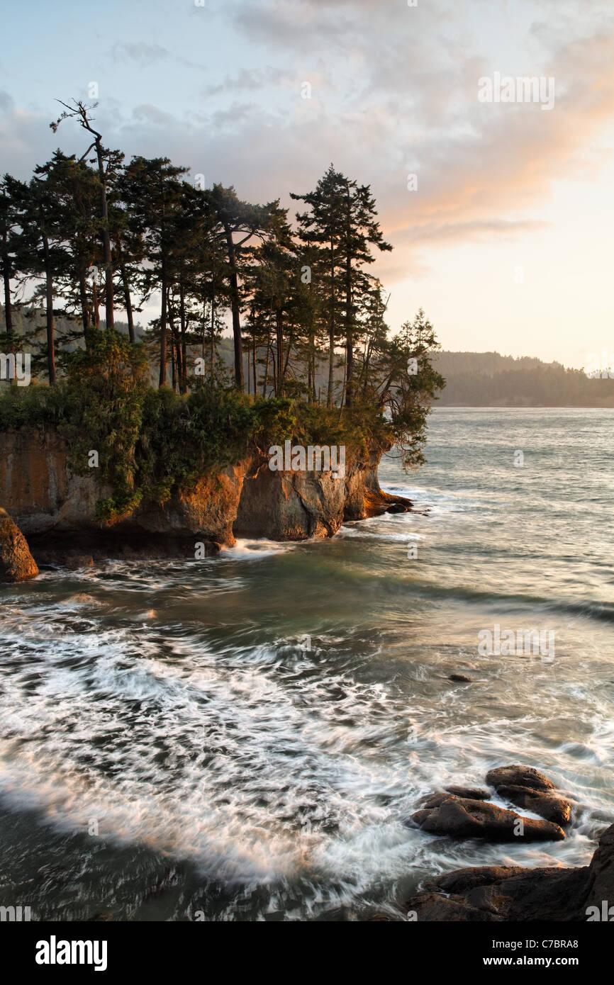 Rugged shoreline at Salt Creek Recreation Area, Clallam County, Washington, USA - Stock Image
