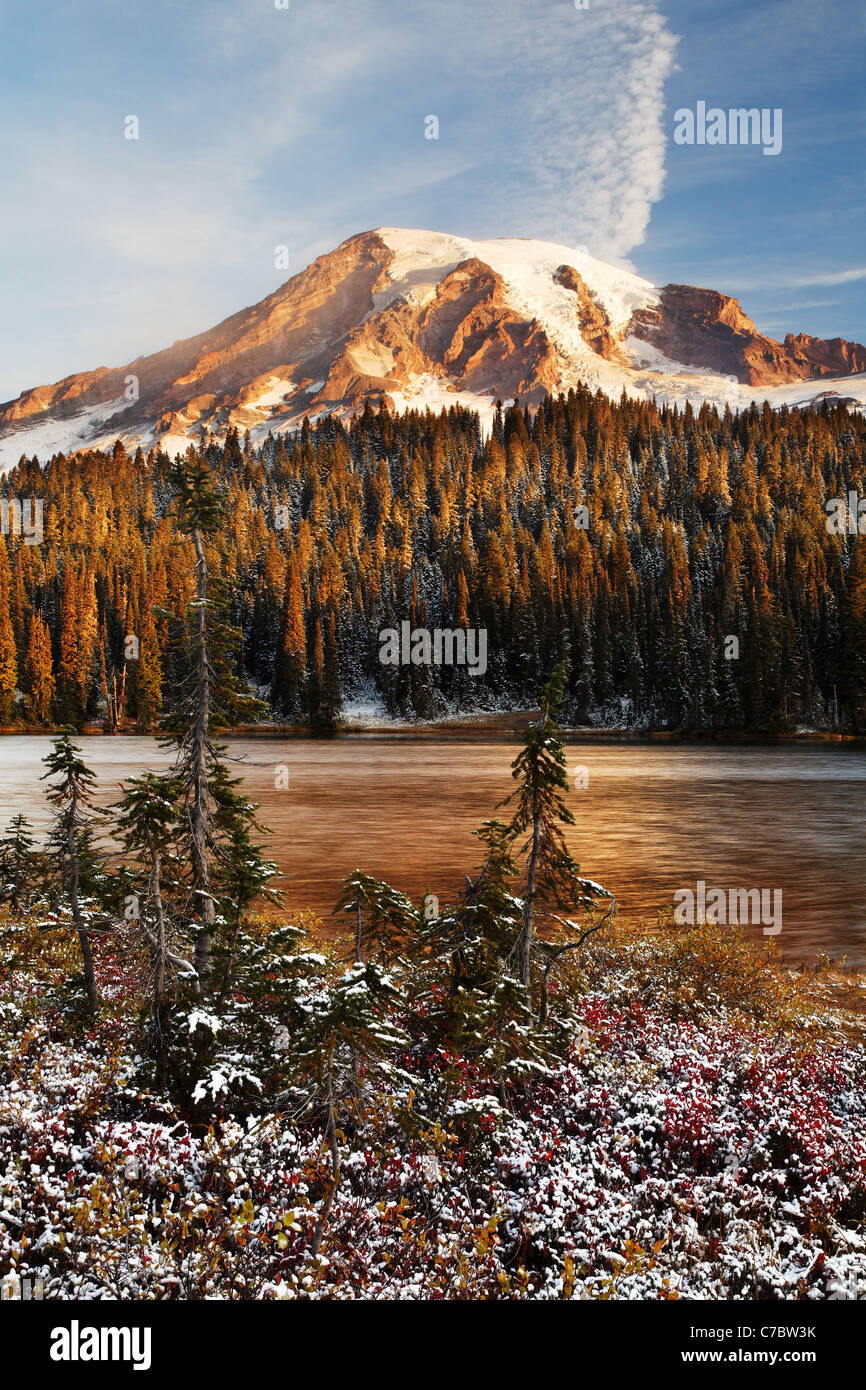 Mount Rainier and snow dusted Reflection Lakes, Mount Rainier National Park, Washington, USA - Stock Image