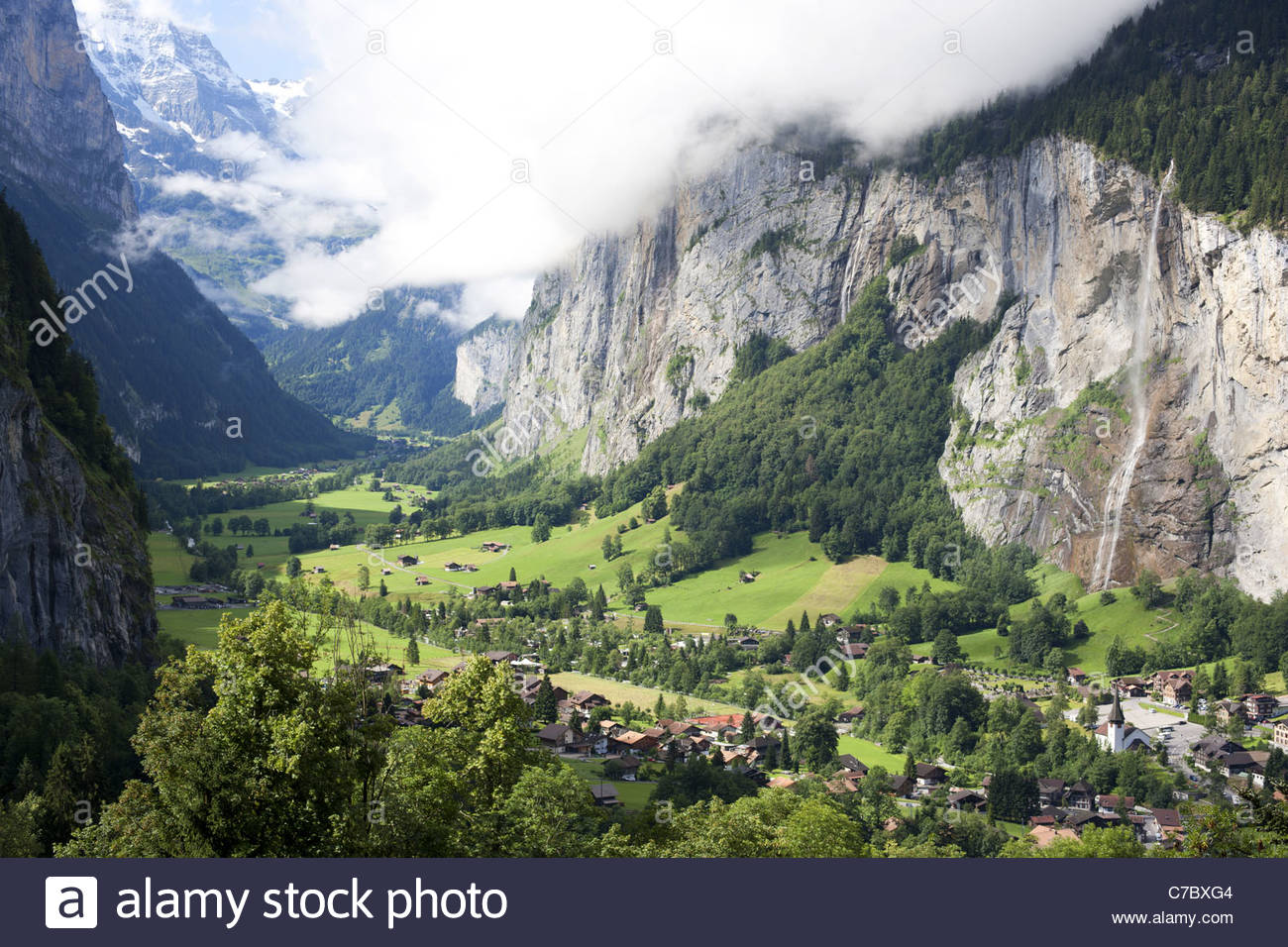 LAUTERBRUNNEN VALLEY Narrow valley carved by a huge glacier in the last ice age. STAUBBACH FALL is 300-m high. Canton - Stock Image