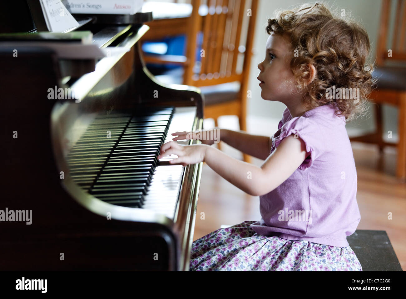 nudist-little-girl-playing-piano