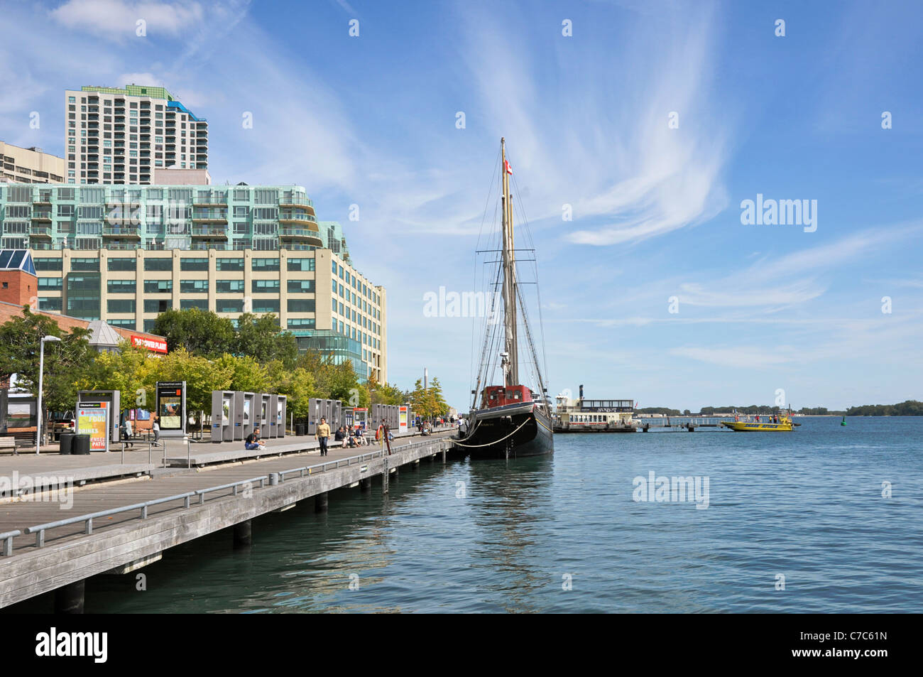 Toronto Harbourfront, Queens Quay, Boats and Luxury Condos on the Waterfront - Stock Image