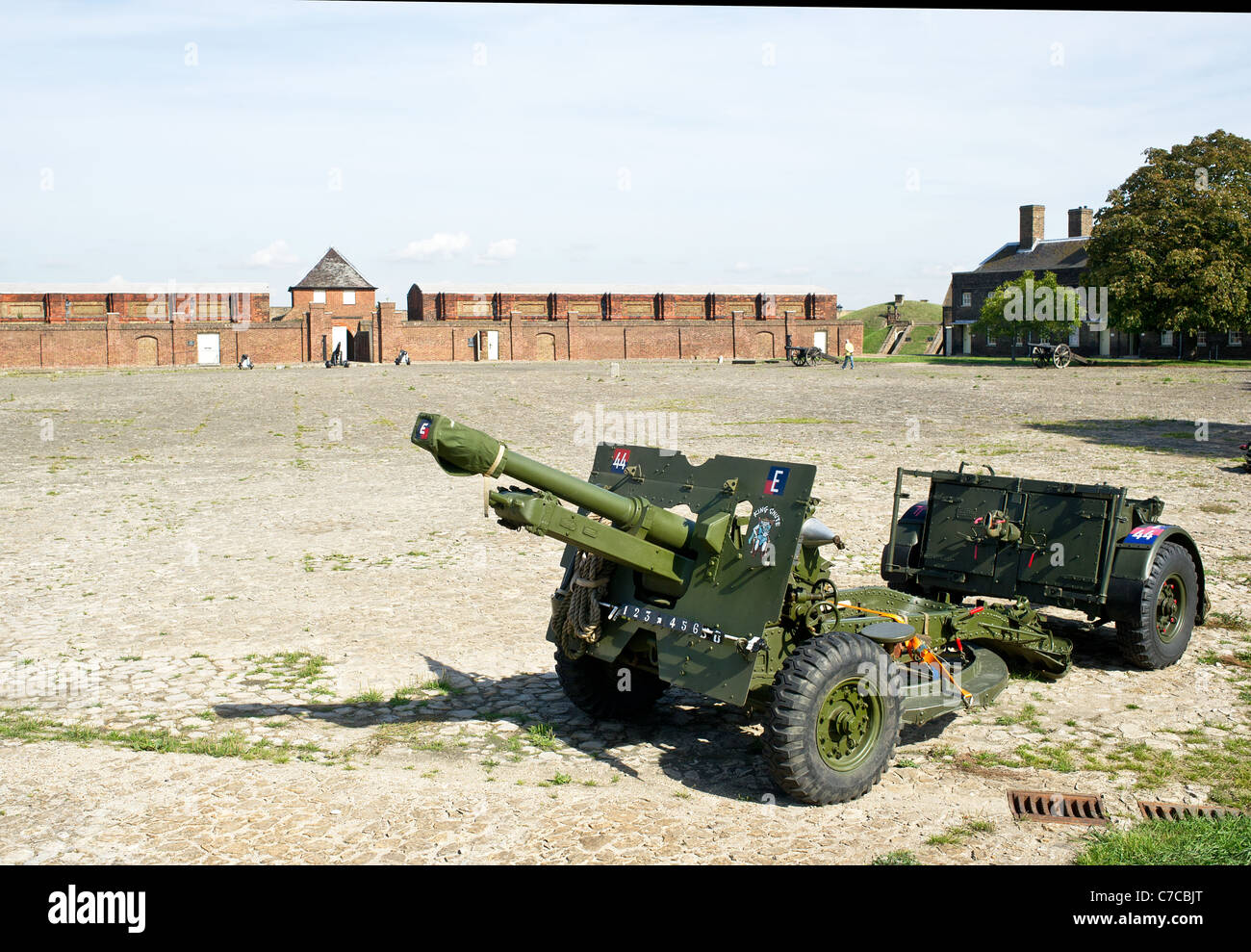 The QF 25 pdr field gun inside Tilbury Fort in Essex - Stock Image