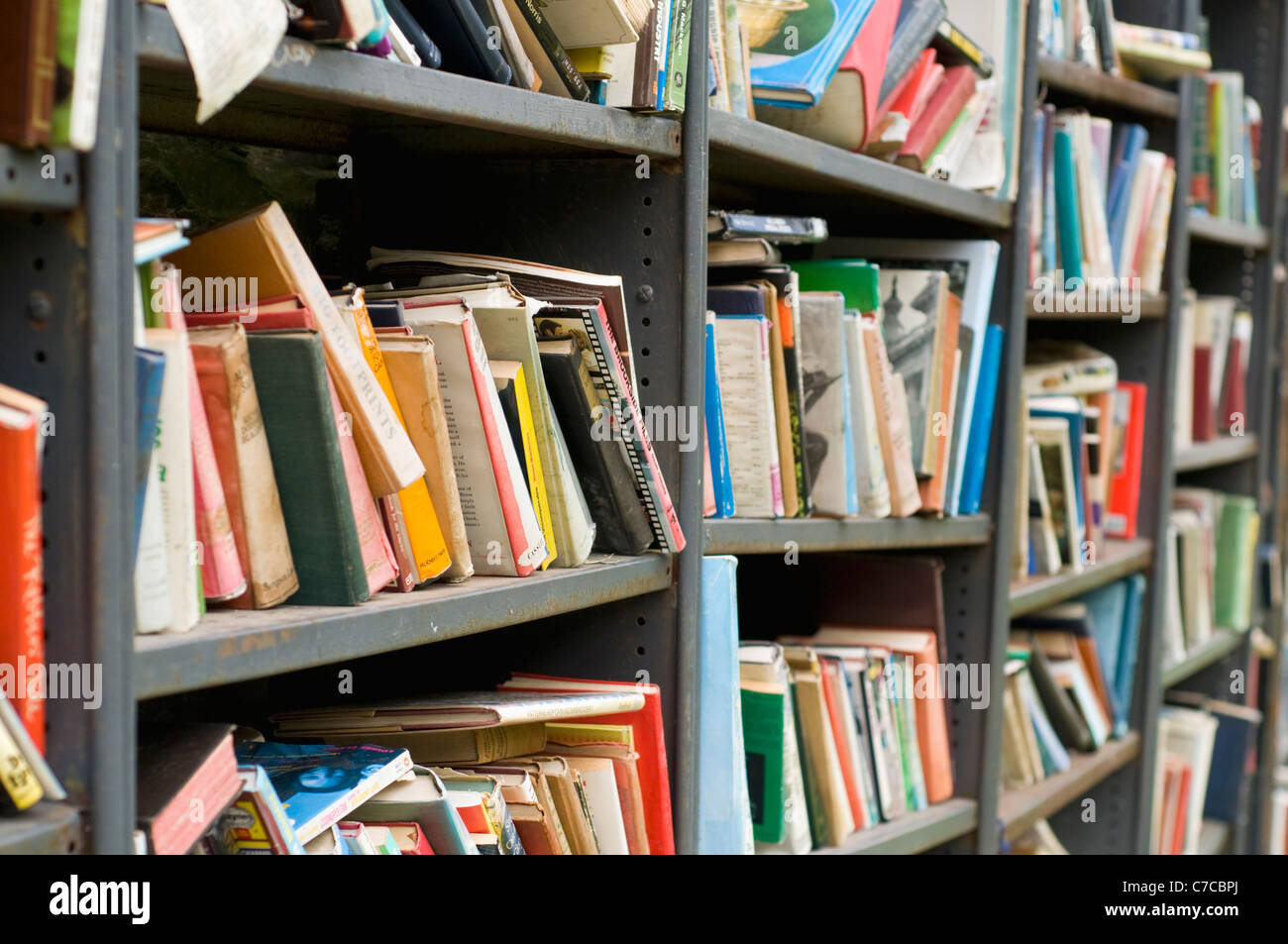 Shelves full of second hand books on sale at a shop in Hay-on-Wye, Powys, Wales - Stock Image
