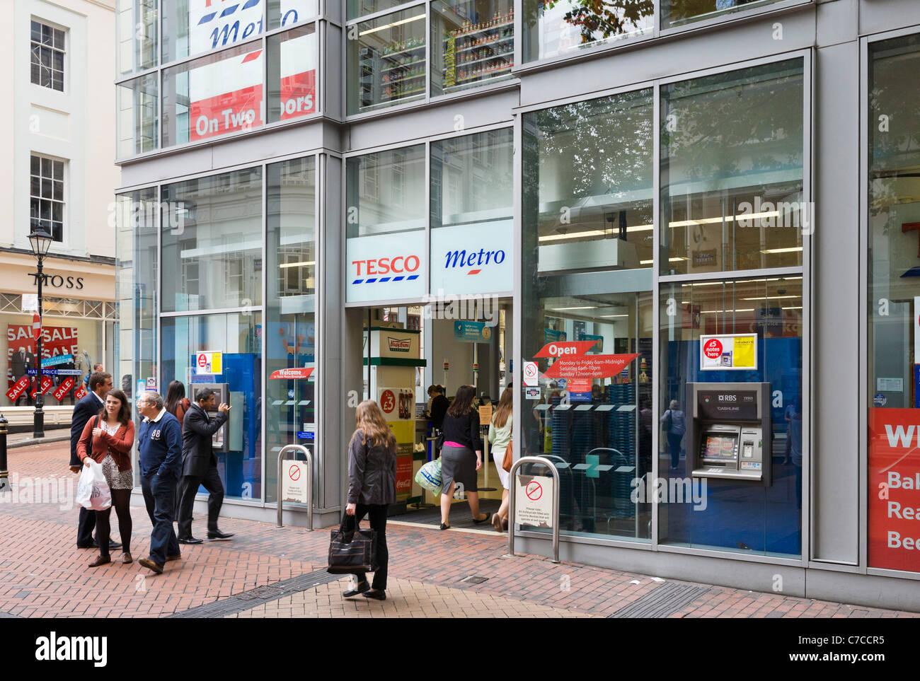 Tesco Metro store on New Street in the city centre, Birmingham, West Midlands, England, UK - Stock Image