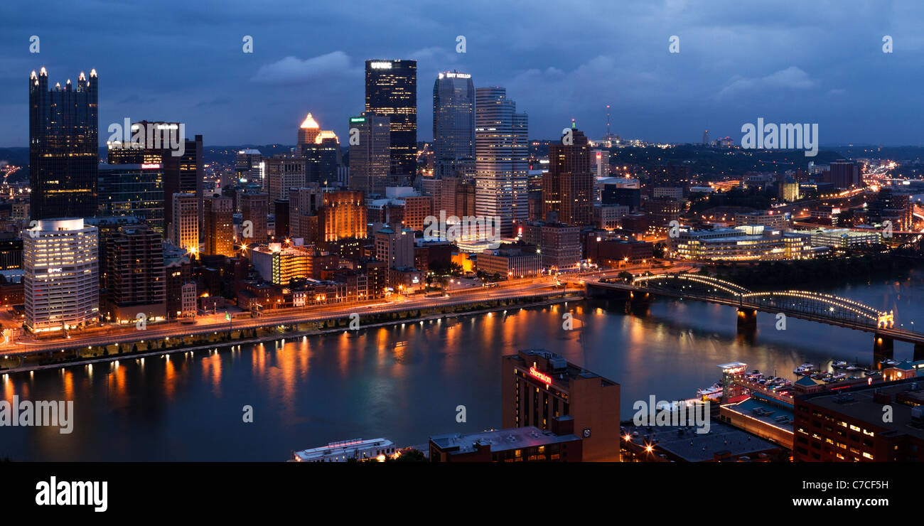 The view of Pittsburgh, Pennsylvania from Mount Washington at dusk. - Stock Image