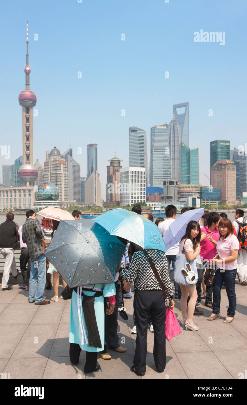 Sightseers on The Bund looking at Pudong, Pudong, Shanghai, China - Stock Image