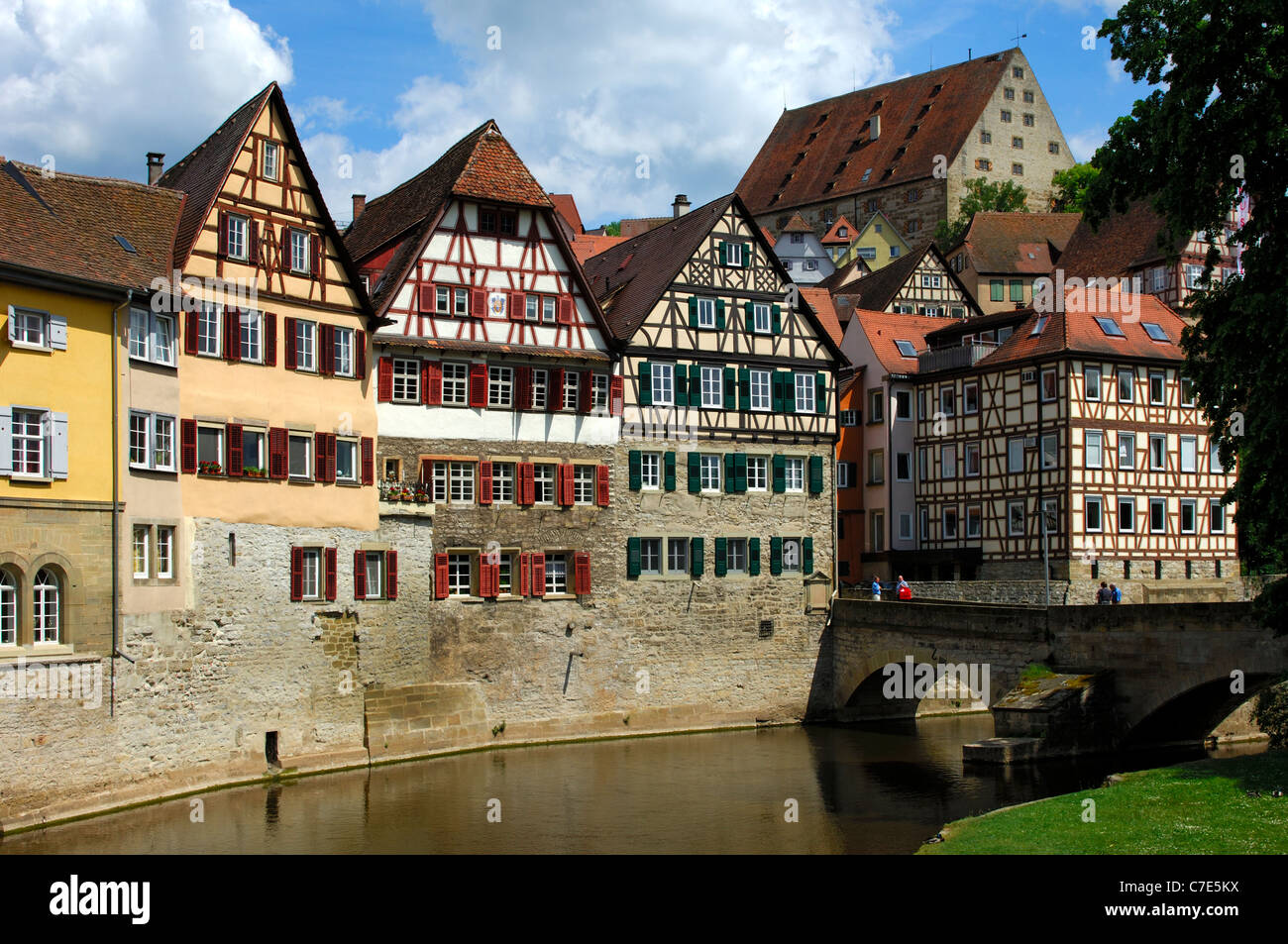 Kocherfront, ensemble of half-timbered houses at the Kocher River, Schwaebisch Hall, Baden-Wuerttemberg, Germany - Stock Image