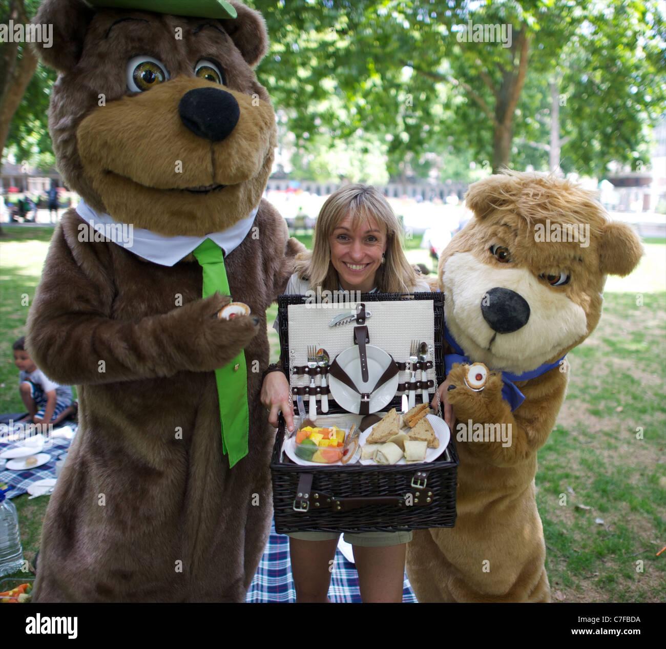 Yogi Bear Boo Boo And Wild Life Presenter Michaela Strachan Having A Stock Photo Alamy