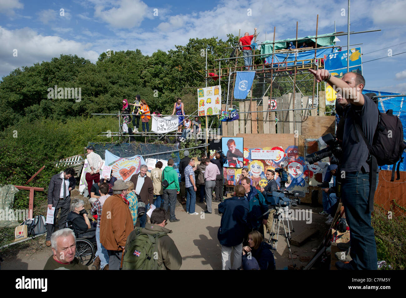 Dale Farm eviction. A wide angle view of the media and supporters milling around the entrance to the illegal traveller - Stock Image