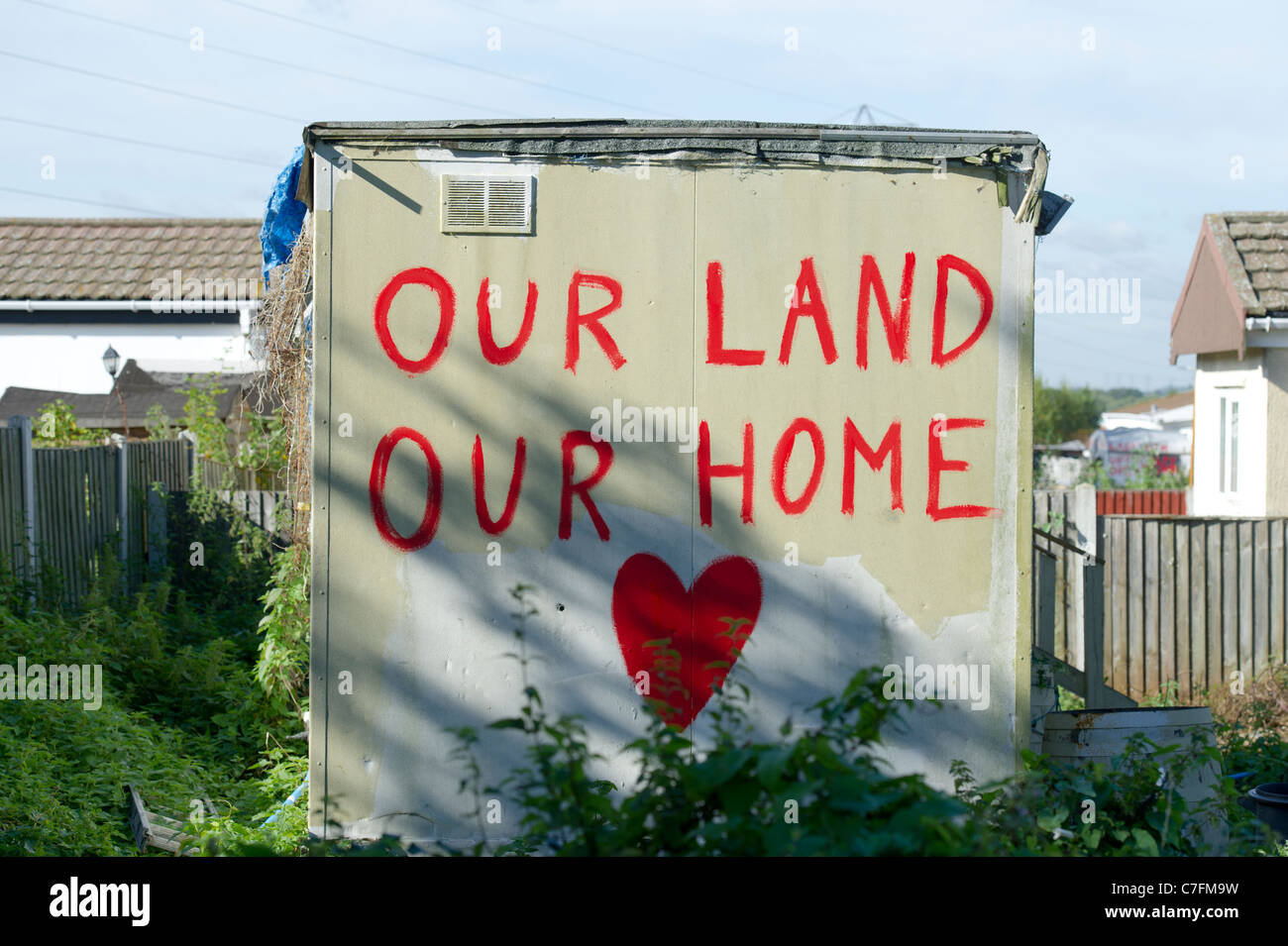 Message painted on wall of outhouse at Dale Farm, Basildon, the largest traveller site in the UK. Photo:Simon Ford - Stock Image