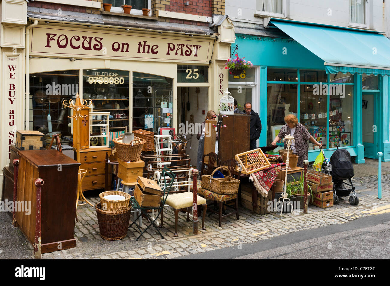 Secondhad shop in Clifton Village, Bristol, Avon, UK - Stock Image