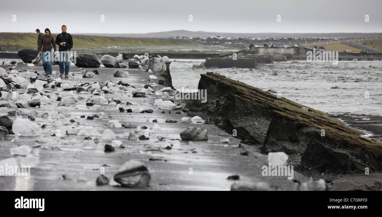 Boulders of Ice on road and bridge washed out. Glacial burst (Jokulhlaup), Iceland - Stock Image