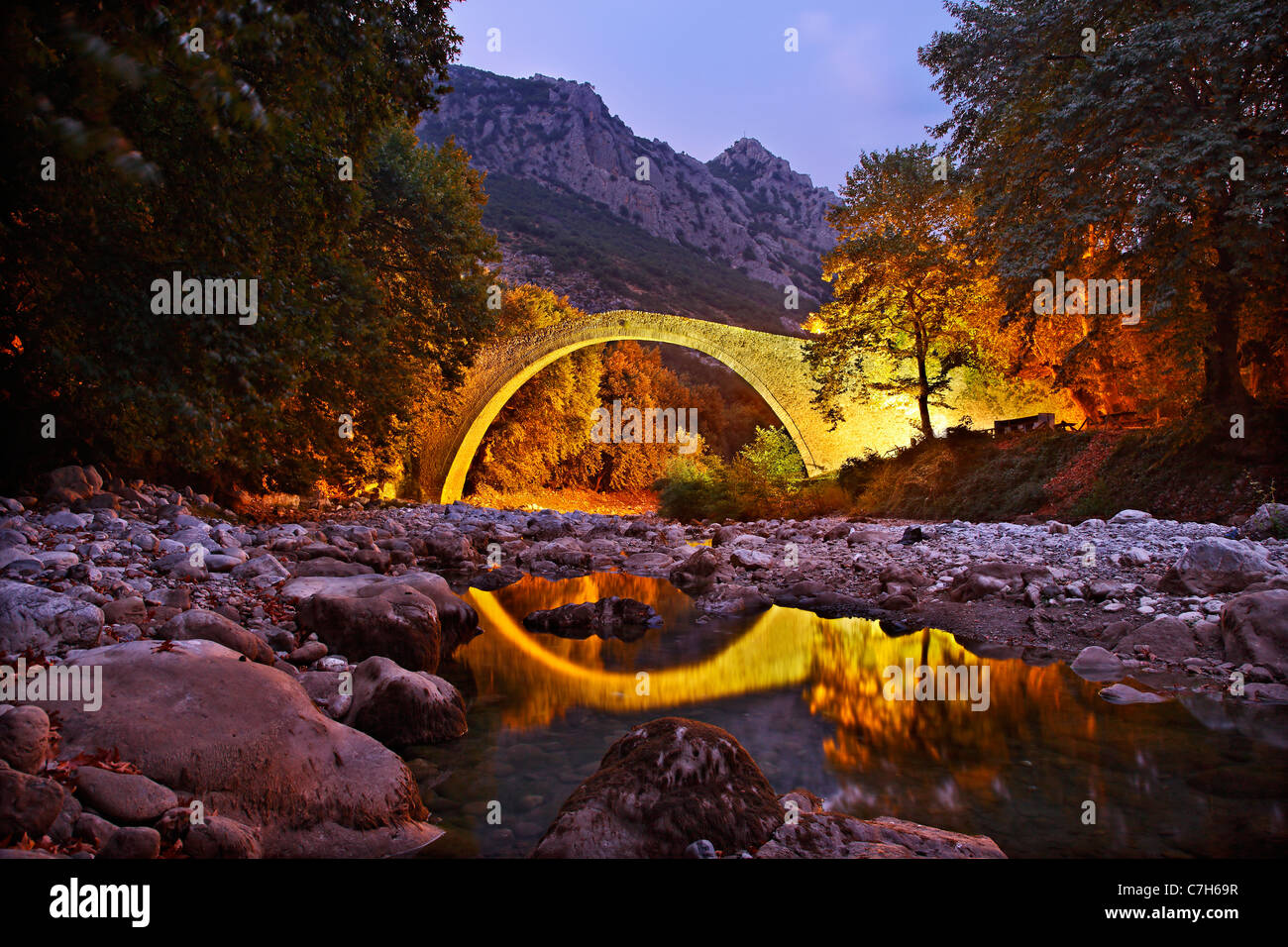 Pyli old stone arched bridge, also know as 'Porta Panagia' bridge, close to Pyli town, Trikala, Thessaly, - Stock Image