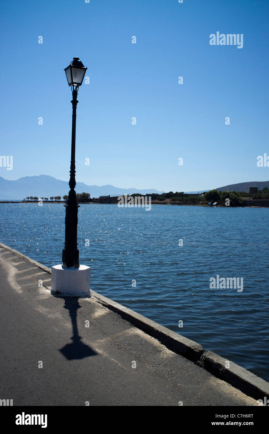 A lamppost on the causeway linking the holiday resort of Elounda to the Spinalonga peninsular - Stock Image