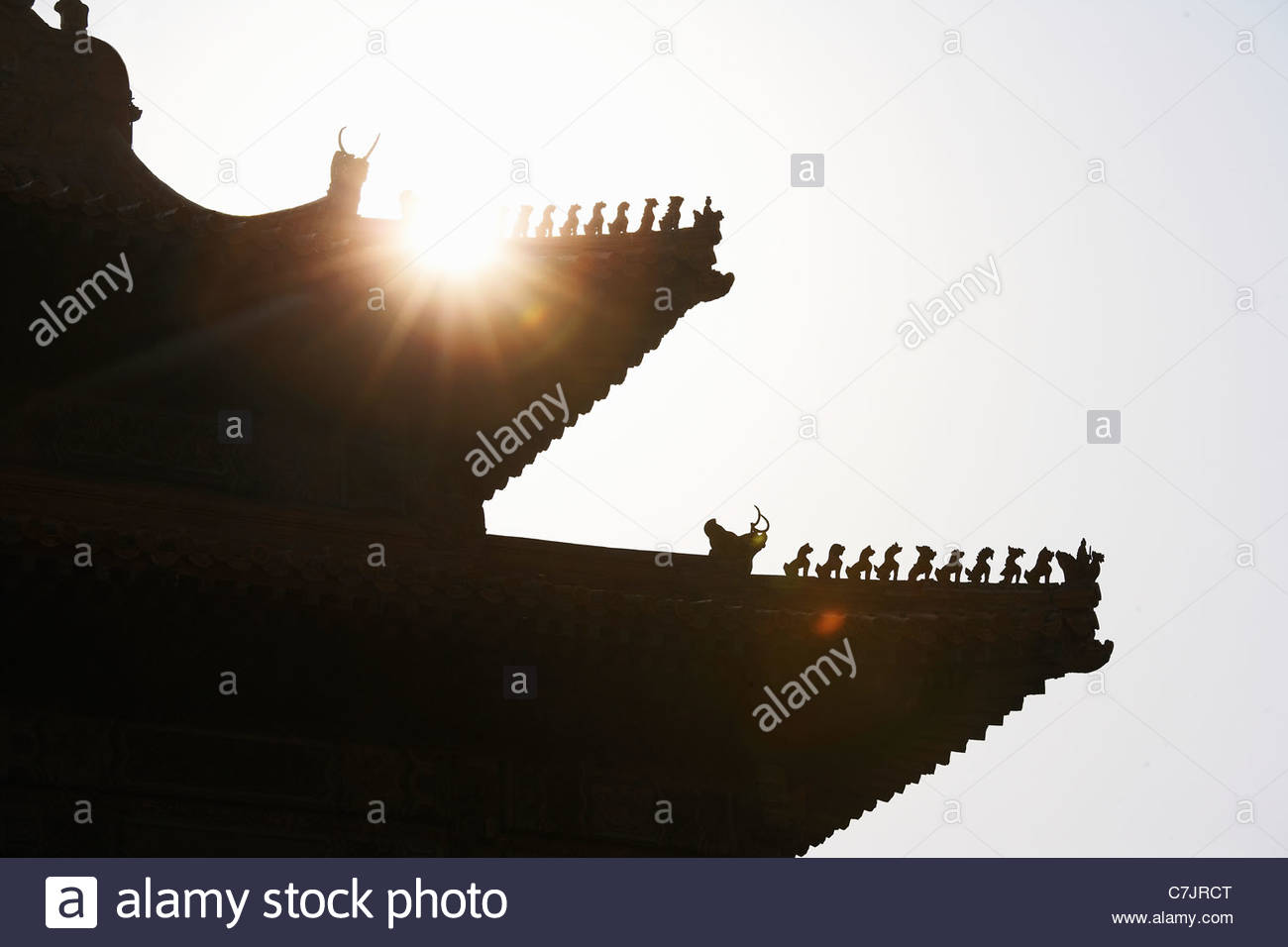 Silhouette of roof of Chinese building - Stock Image