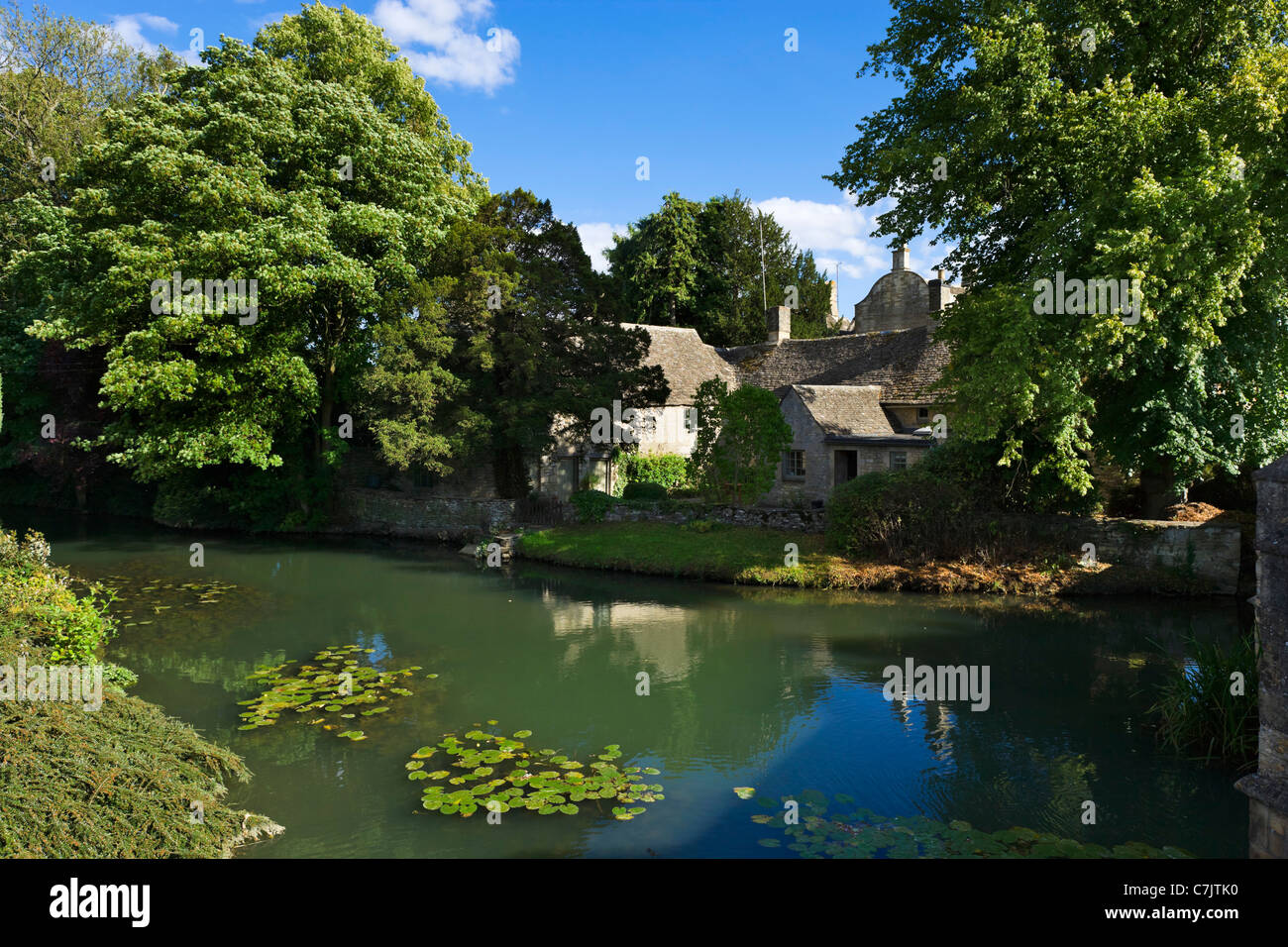 The River Windrush in the Cotswold town of Burford, Oxfordshire, England, UK - Stock Image