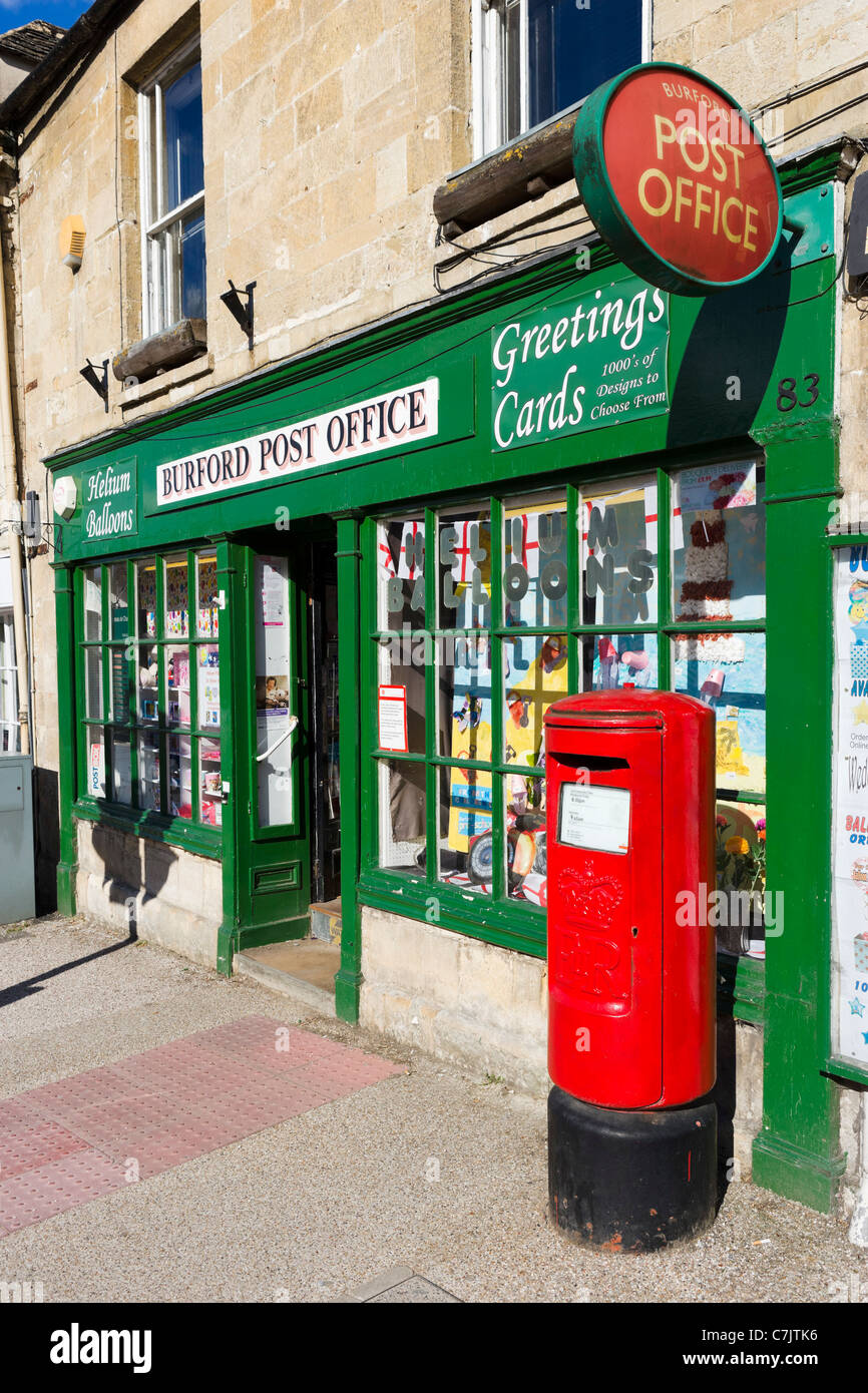 Village post office on the main street in the Cotswold town of Burford, Oxfordshire, England, UK Stock Photo