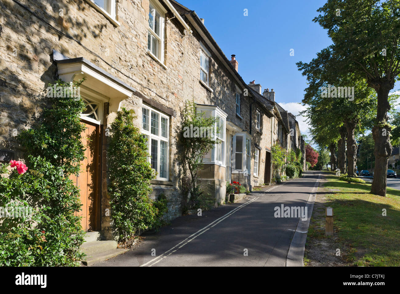 View up the main street in the Cotswold town of Burford, Oxfordshire, England, UK - Stock Image