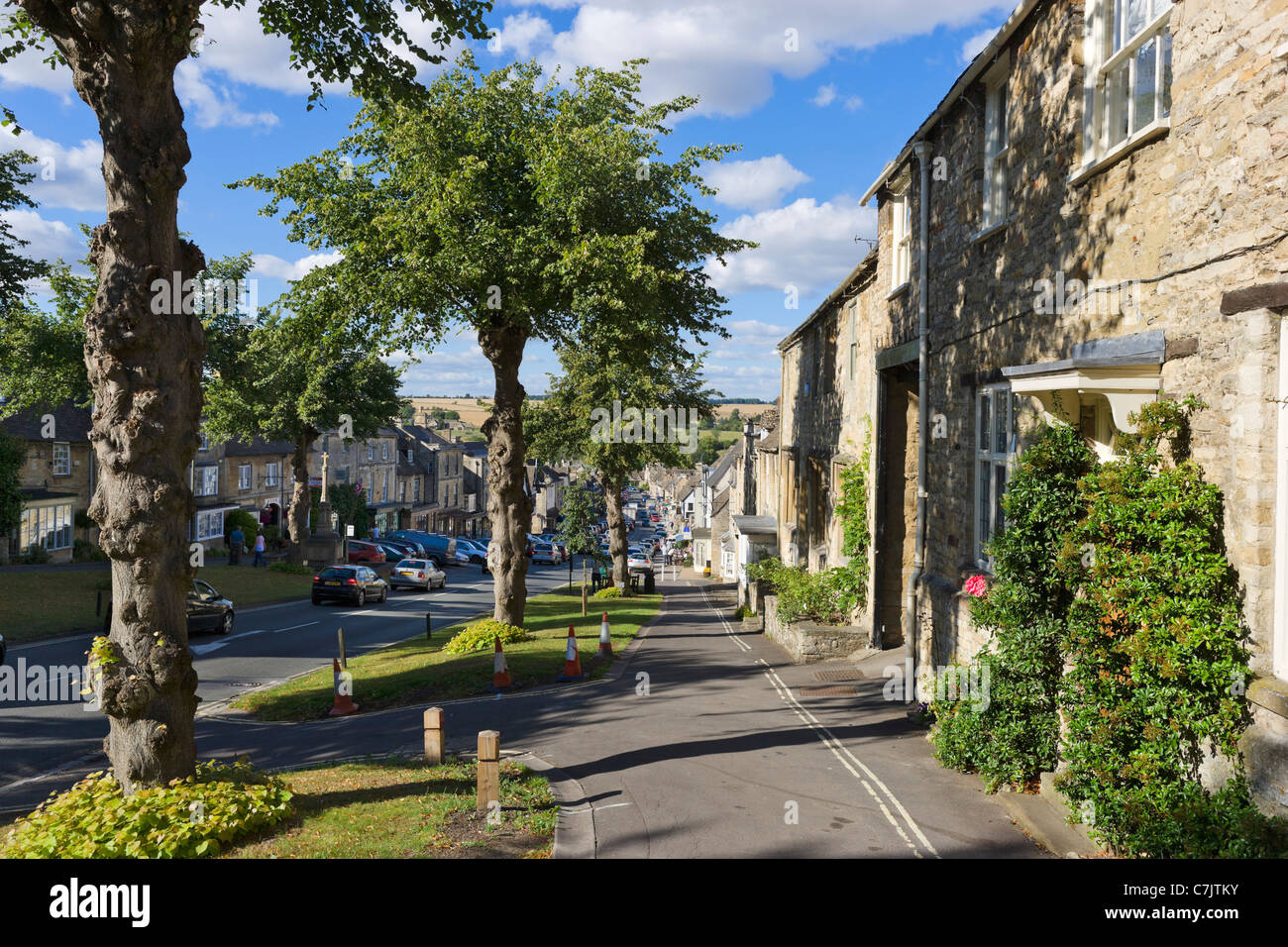 View down the Main Street in the Cotswold town of Burford, Oxfordshire, England, UK - Stock Image