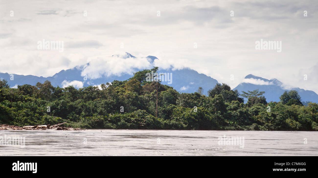 Gunung Mulu peak viewed from the Tutoh river, Borneo, East Malaysia - Stock Image