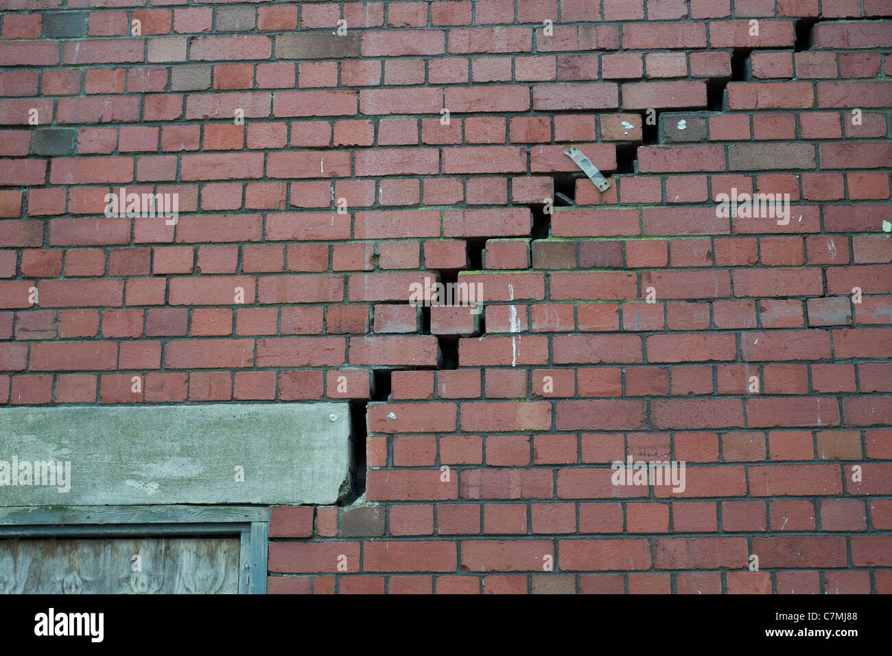Acute structural movement in a brick wall - Stock Image