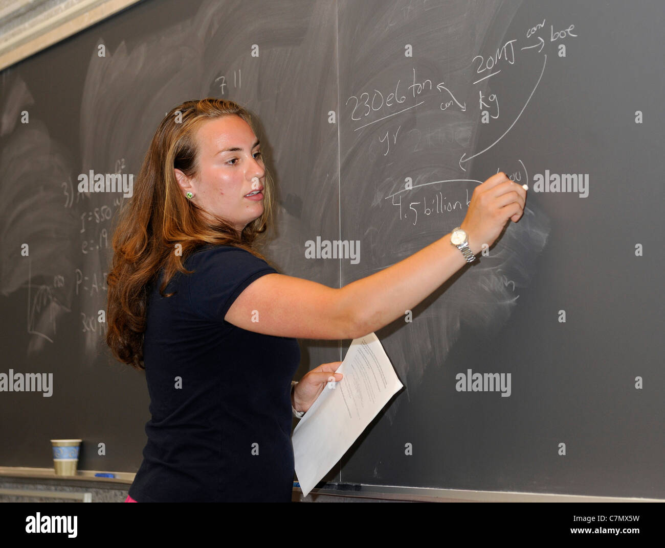 Yale University physics graduate student Alyssa Siefert teaches a Yale Summer School class. - Stock Image