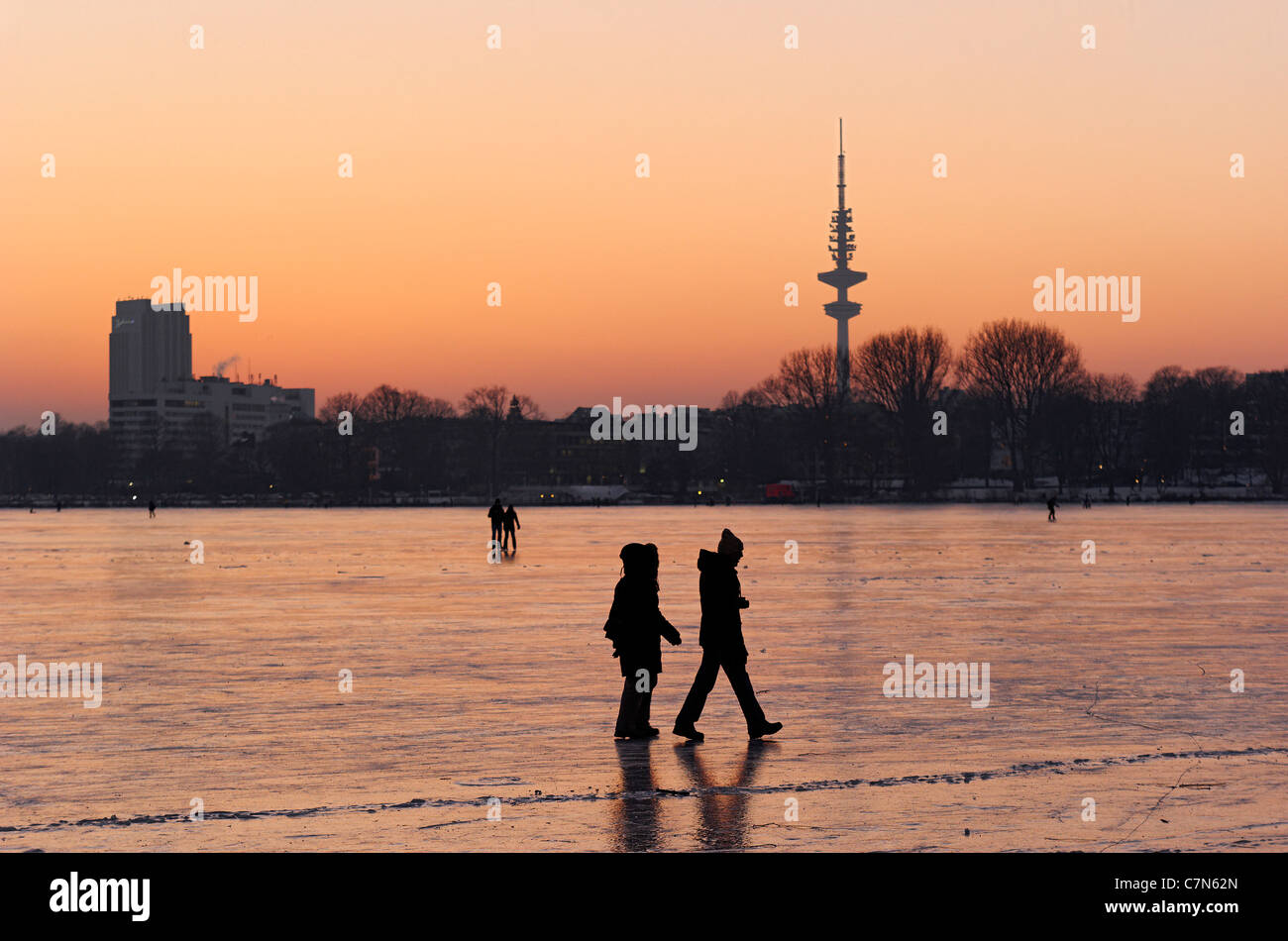 Firmly frozen Aussenalster, Outer Alster Lake, after sunset, people, amusement, ice, snow, winter, Hamburg, Germany - Stock Image