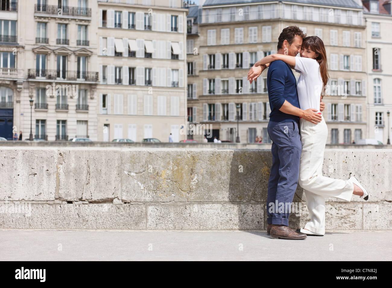 Romantic couple, Paris, Ile-de-France, France - Stock Image