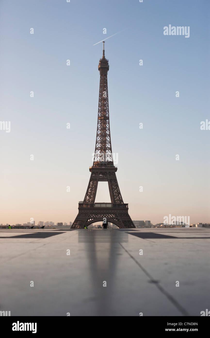 Eiffel Tower at dusk, Paris, Ile-de-France, France - Stock Image