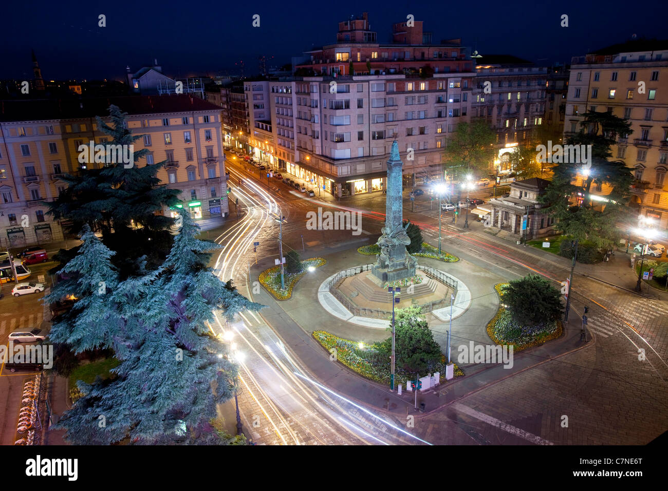 View of an Italian square at night with cars and traffic: Piazza Cinque Giornate, Milano, Milan, Italy - Stock Image
