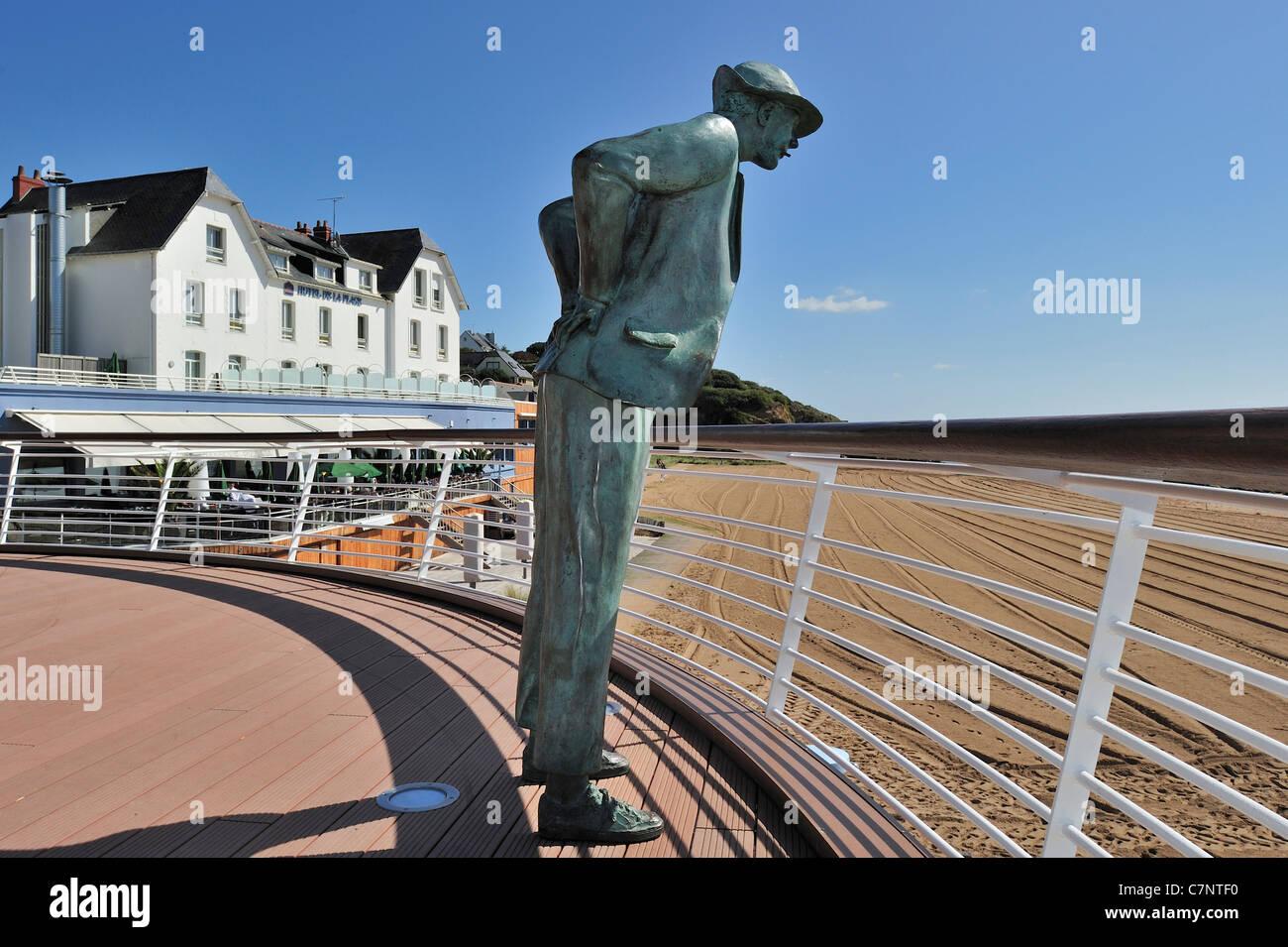 """Résultat de recherche d'images pour """"Monsieur Hulot statue"""""""