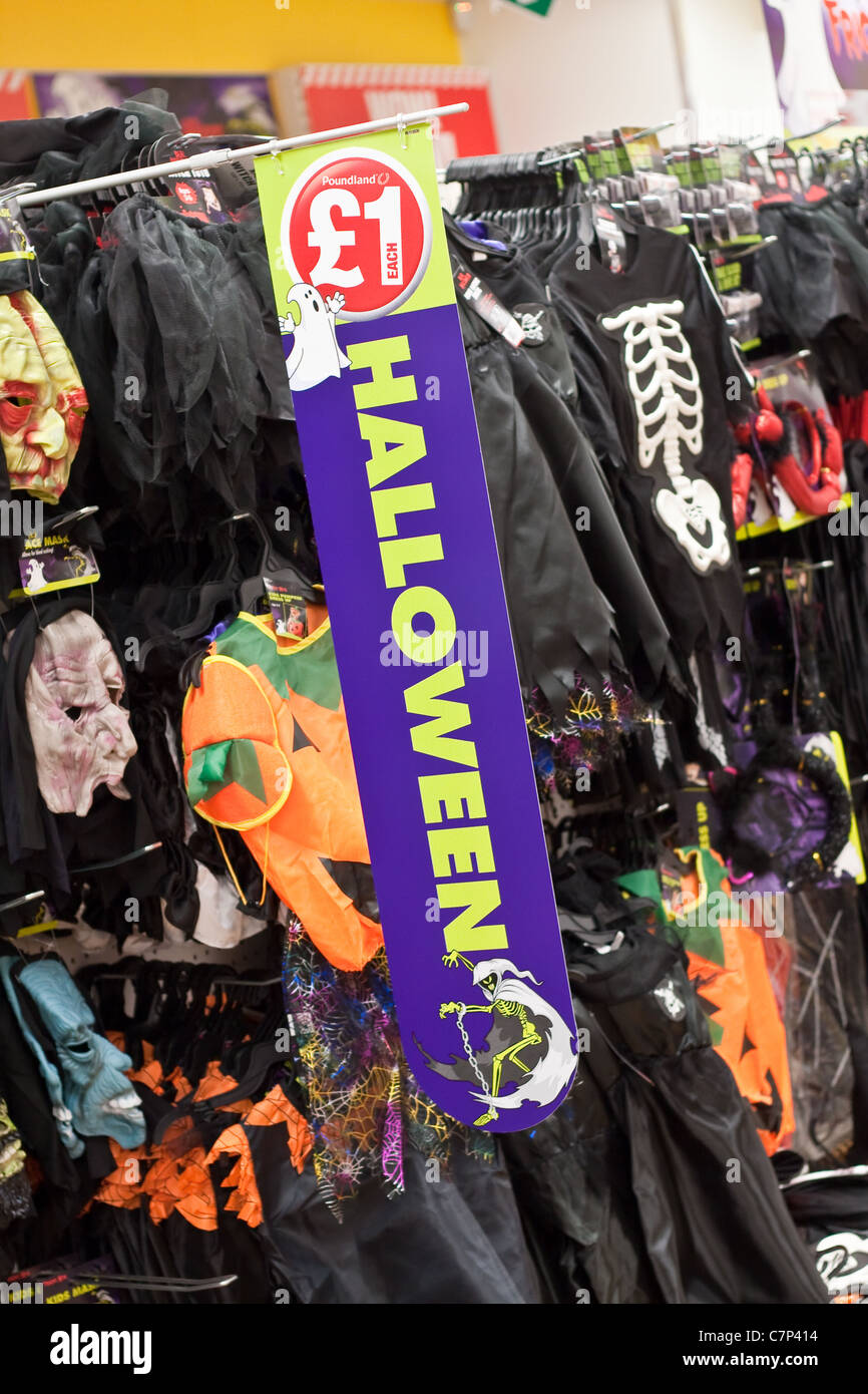 halloween costumes stock photos & halloween costumes stock images