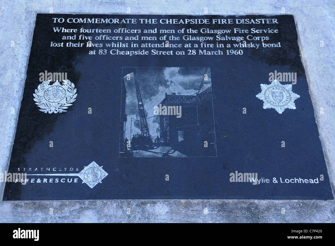 Plaque commemorating the Cheapside Street fire disaster in Glasgow, Scotland, UK, Europe in 1960. - Stock Image