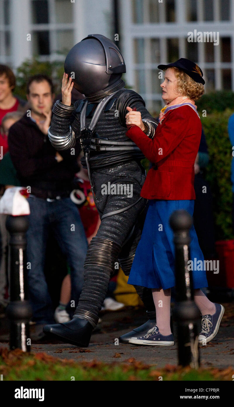 Matt Smith AKA 'The Doctor' and actress Claire Skinner film scenes for the 2011 Doctor Who Christmas special. - Stock Image