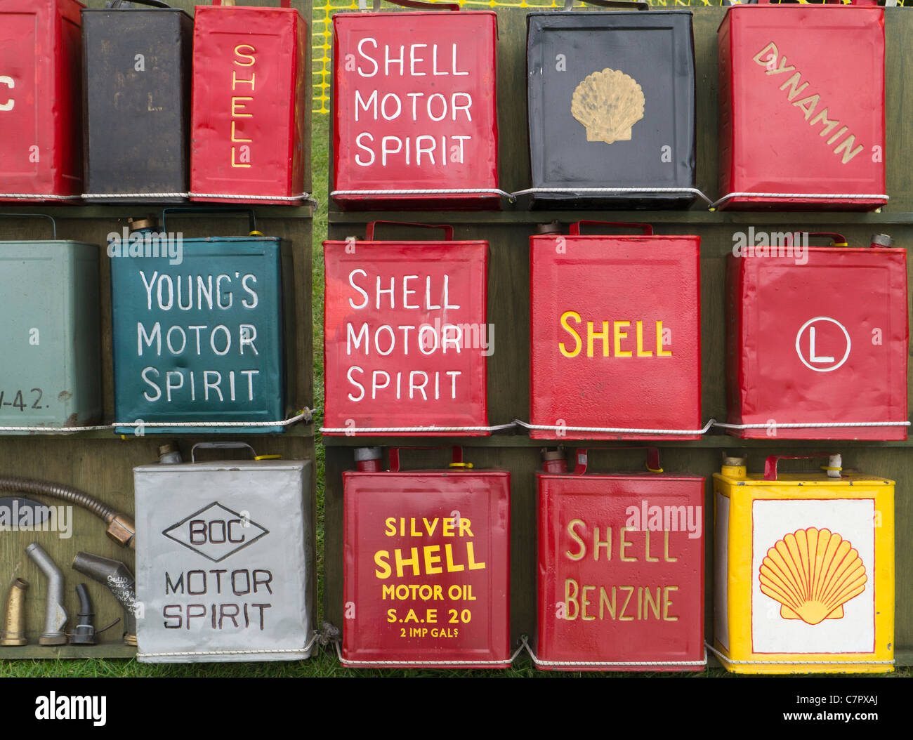Motor Oil Cans Stock Photos & Motor Oil Cans Stock Images