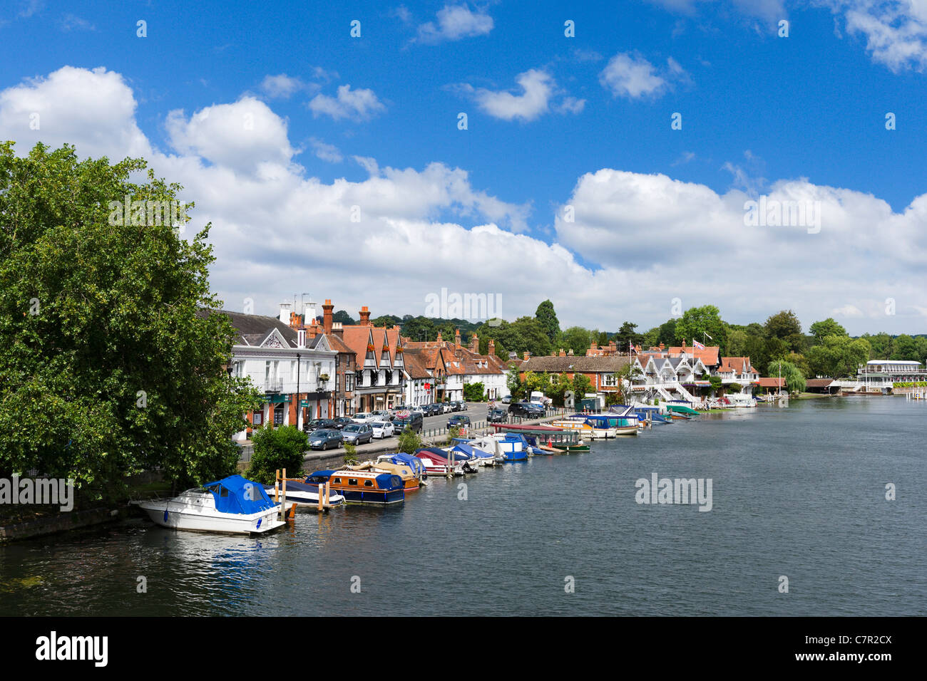 View of the town from the bridge over the River Thames at Henley-on-Thames, Oxfordshire, England, UK - Stock Image