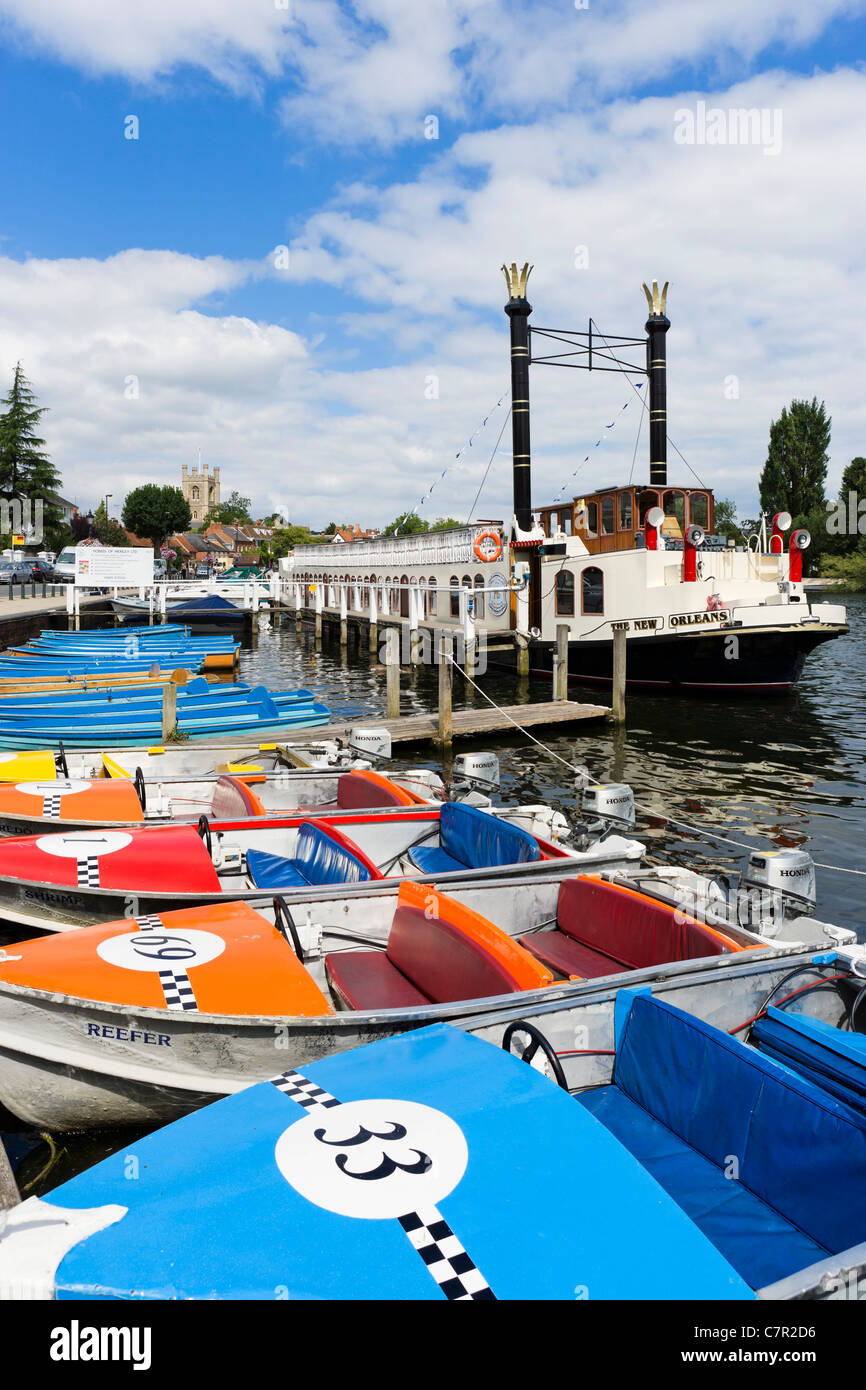 """The paddle steamer """"New Orleans"""" and boats for hire on the River Thames at Henley-on-Thames, Oxfordshire, England, Stock Photo"""