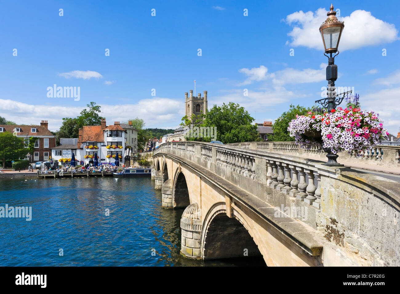 Bridge over the River Thames at Henley-on-Thames, Oxfordshire, England, UK - Stock Image