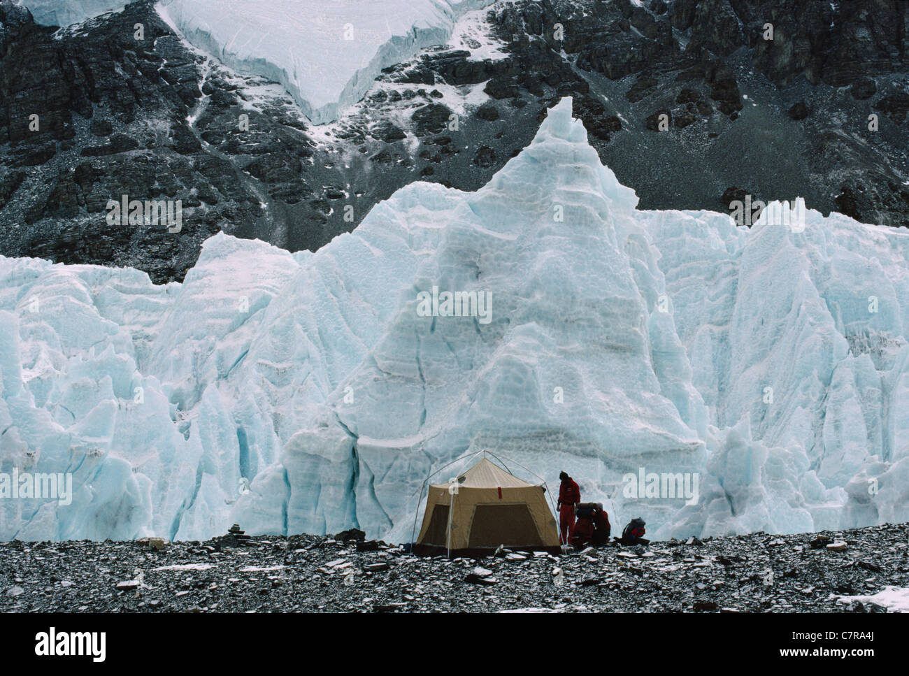 Camping site in Rongbuk Glaier enroute to Mt. Everest, Tibet, China - Stock Image