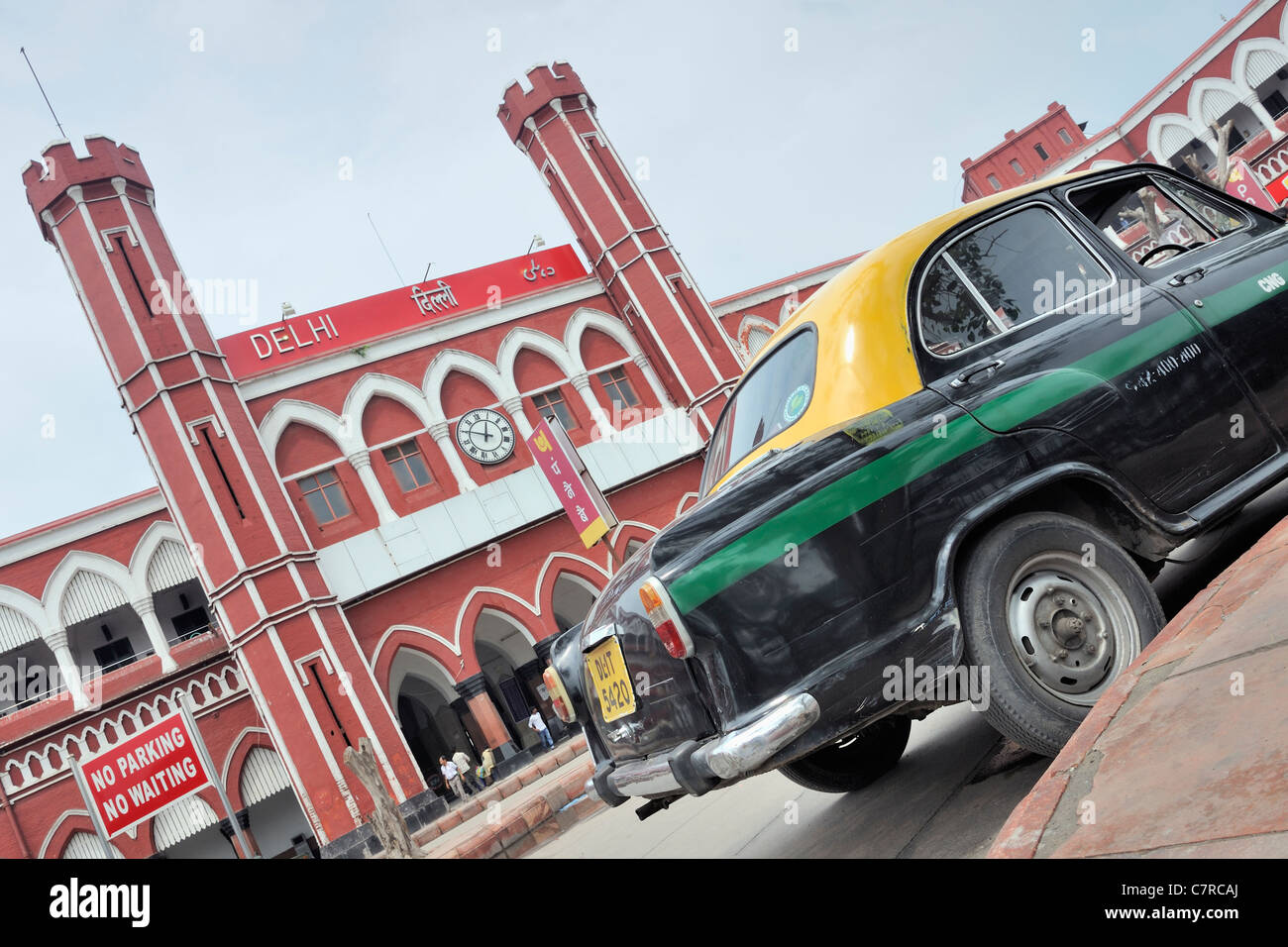 Vintage taxicab outside the Old Delhi railway station - Stock Image