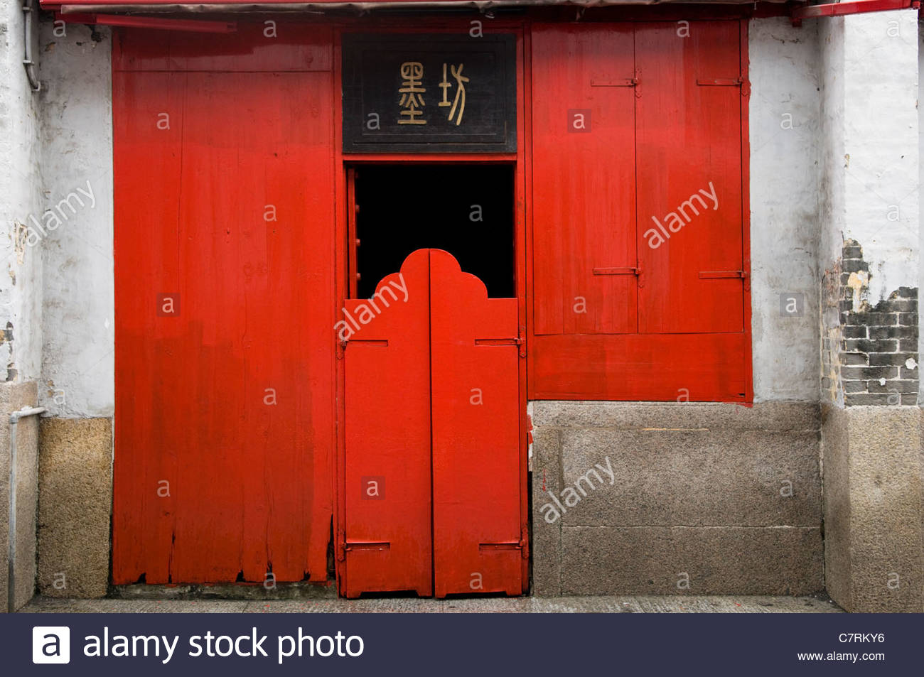 Red Door To A Traditional Chinese Shop House In Macau Stock Photo