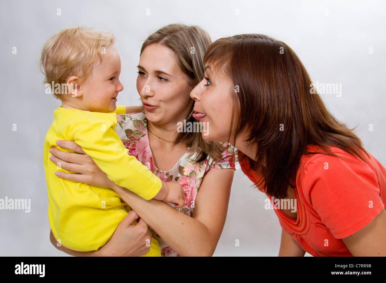 Фото друг ебет маму и тетю, Сын трахает маму друга в его доме Похожие фото 15 фотография