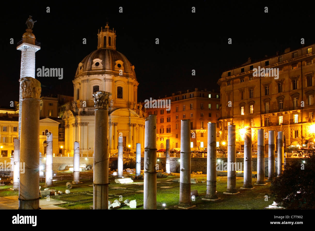 Italy, Lazio, Rome, Foro Romano at night - Stock Image