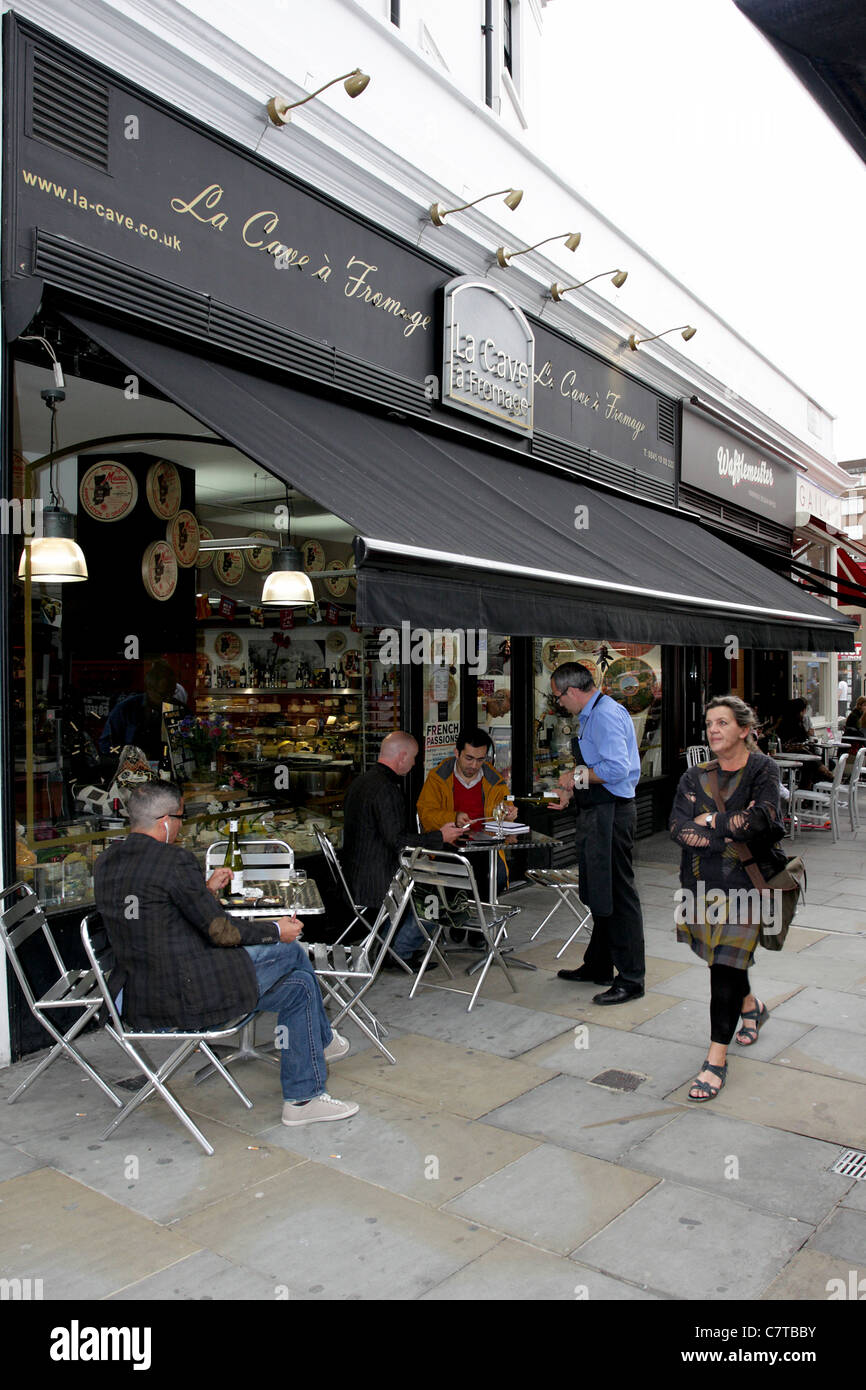 The French Quarter in South Kensington, London which boasts many French cafes, here is La Cave a Fromage in Cromwell - Stock Image